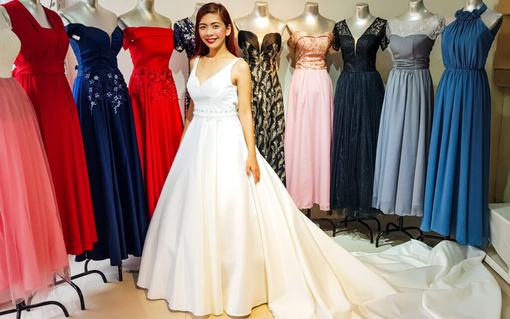 should a woman change her last name after marriage philippines